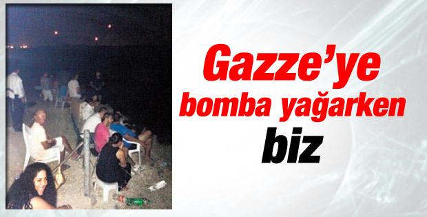 İsrailliler Gazze'nin bombalanışını alkışlarla izledi