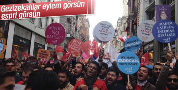 AK Partili gençler İstiklal Caddesi'nde yürüdü