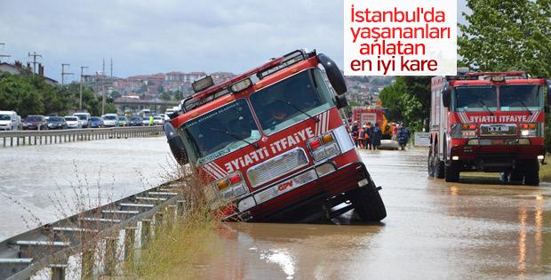 İstanbul'daki sağanak itfaiye aracını bile etkiledi