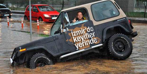İzmir'i yağmur ve fırtına vurdu