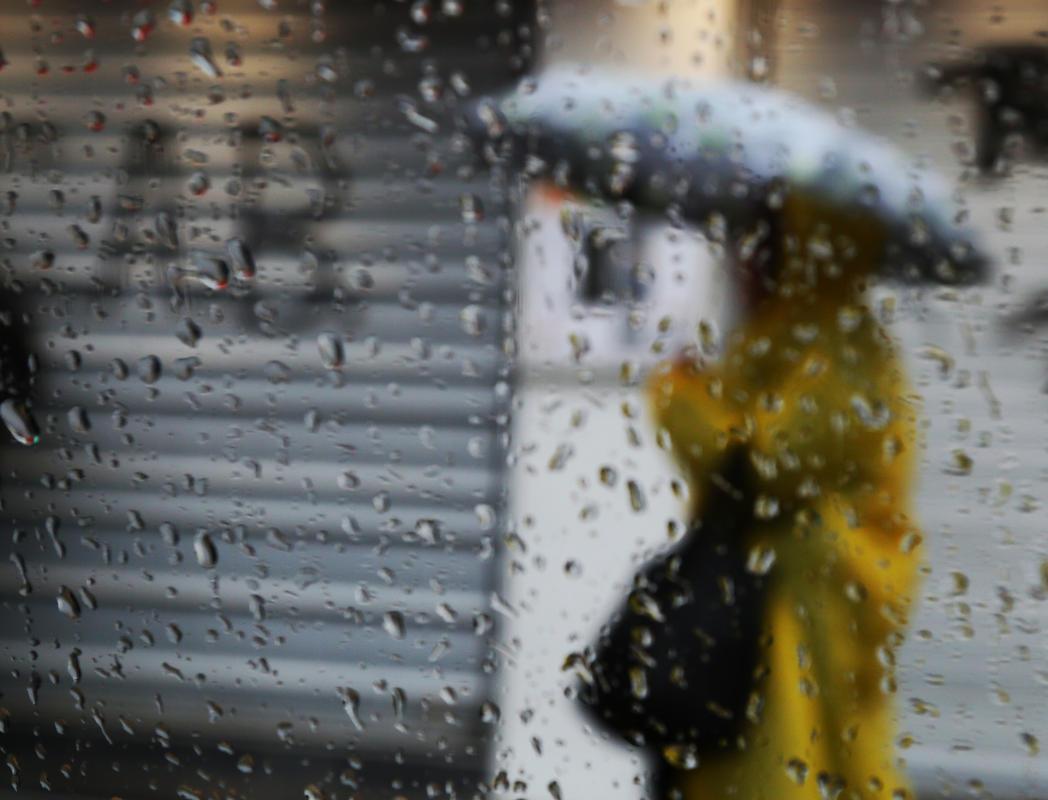 İzmir'de kuvvetli sağanak yağış hayatı felç etti