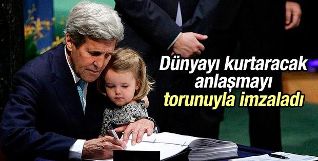 Kerry iklim anlaşmasını kucağında torunuyla imzaladı
