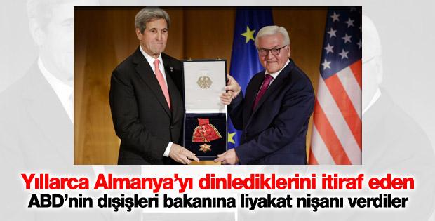 John Kerry Almanya'da Federal Liyakat Nişanı aldı