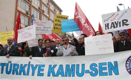 Öğretmenler MEB yasa tasarısını protesto etti