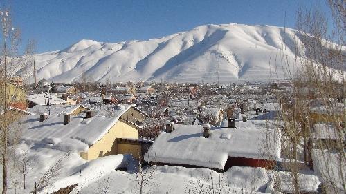 Hakkari'de kar kalınlığı 40 santimetreyi geçti