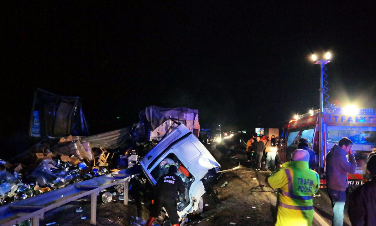 Ankara'da zincirleme trafik kazası: 1 yaralı