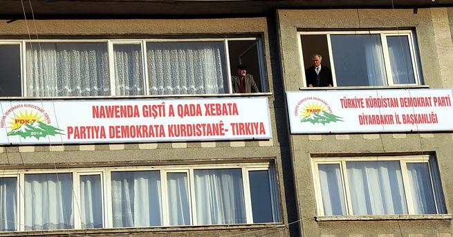 KDP Bakanlık onaylamadan Türkçe-Kürtçe tabela astı