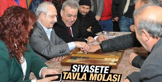 Kılıçdaroğlu İzmir yolunda tavla oynadı
