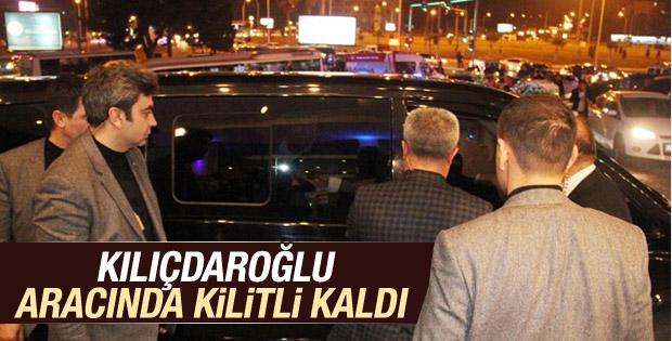 Kılıçdaroğlu aracında kilitli kaldı