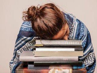 Kitap okurken neden uykumuz gelir