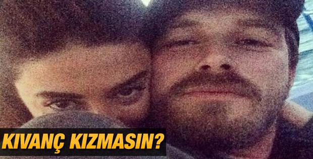 Kıvanç Tatlıtuğ'dan aşk selfie'si