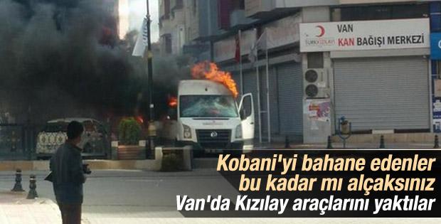 Van'da Kızılay araçlarını yaktılar