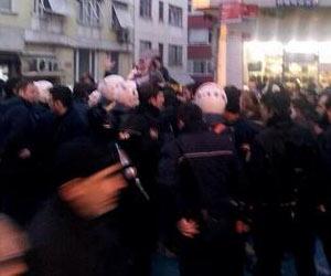 Kadıköy'de AKP standında arbede çıktı