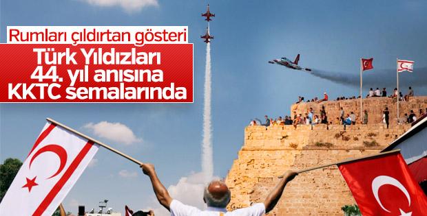 Türk Yıldızları'ndan KKTC'de gösteri