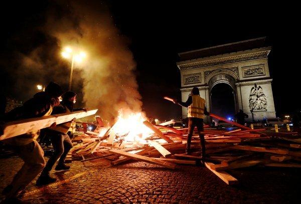 Fransız ekonomisine Sarı Yelek darbesi