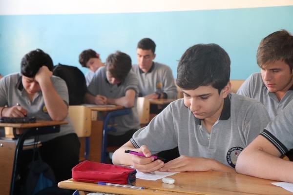 Lise öğrencileri öğretmensiz sınava giriyor