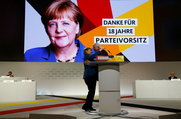 Merkel partisine veda etti