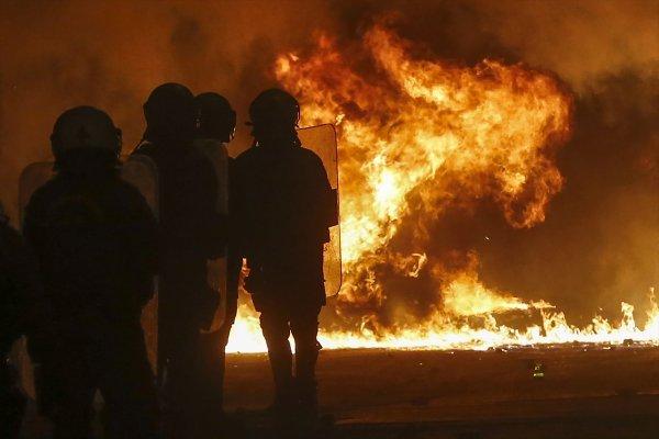 Yunanistan karıştı: Eylemciler polisle çatıştı