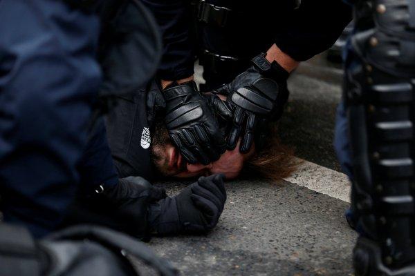 Fransa'da gözaltılar başladı