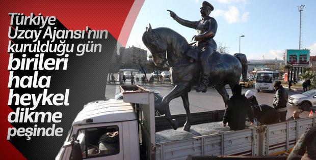 Bandırma'ya Atatürk heykeli yerleştirildi
