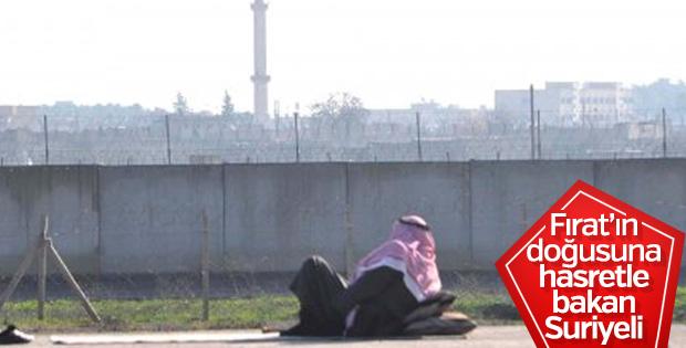 Suriyeliler sıfır noktasında vatan hasretini gideriyor