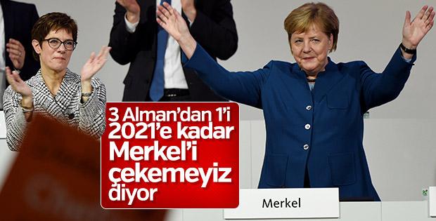 Almanların yüzde 38'i Merkel'in görevi bırakmasını istiyor