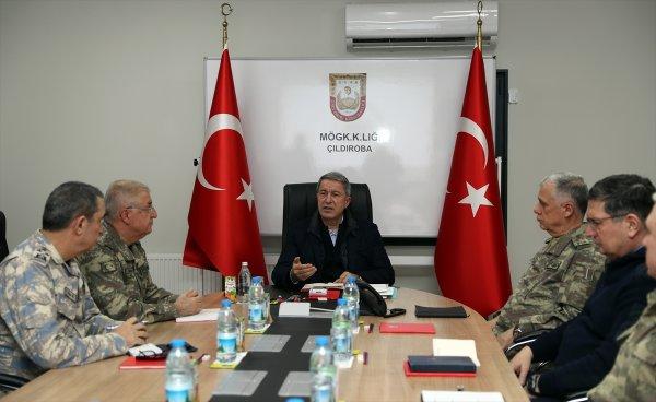 Bakan Akar ve komutanlar Süleyman Şah Türbesi'nde