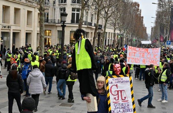 Fransa'da Sarı Yelekliler sekizinci kez sokaklarda