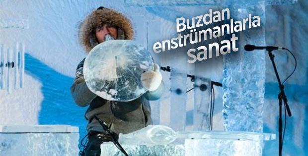 Buzdan enstrümanlarla konser veriyorlar