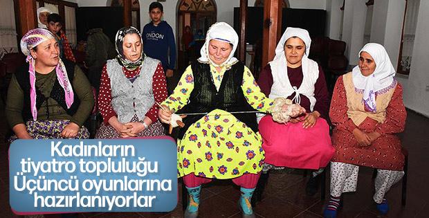 Tiyatro topluluğu kuran köylü kadınlar, sahneyi sevdi