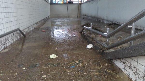 İZBAN Pancar istasyonunu su bastı