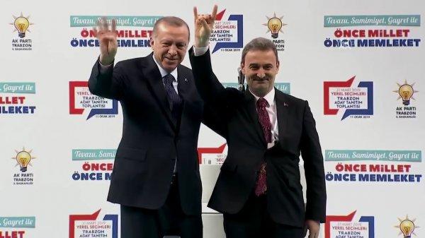 Cumhur İttifakı adayı, Erdoğan'ın yanında bozkurt yaptı