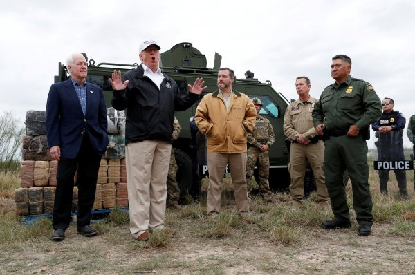 Trump: Meksika sınırında istila yaşanıyor