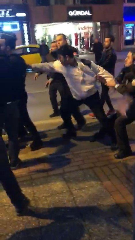 Polise saldırmak isteyen alkollü sürücüye linç girişimi