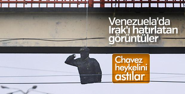 Venezuela'da Amerikancılar sokakları yakıp yıktı