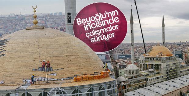 Taksim Camisi'nin minare külahı yerleştirildi