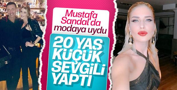 Mustafa Sandal sevgilisini arkadaşlarıyla tanıştırdı