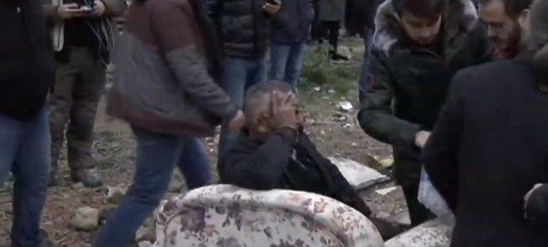 Kartal'da çöken binanın yanında acı bekleyiş