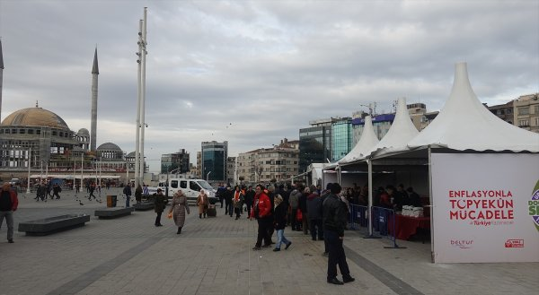 Taksim Meydanı'na da tanzim satış noktası kuruldu