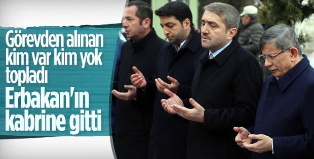 Ahmet Davutoğlu, Necmettin Erbakan'ın kabrinde