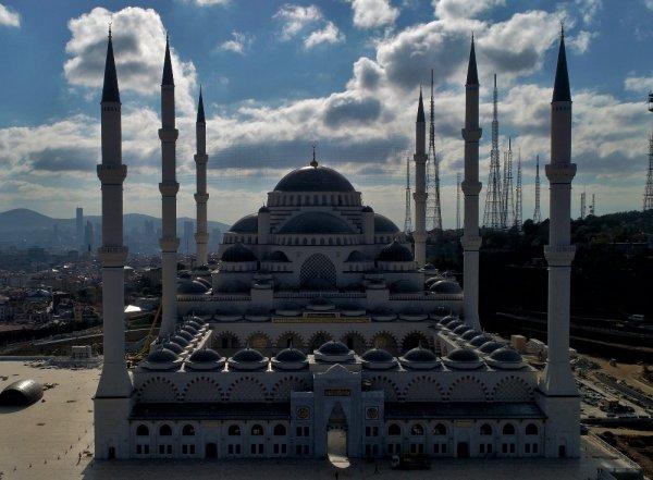 Çamlıca Camii'nde ilk ezan