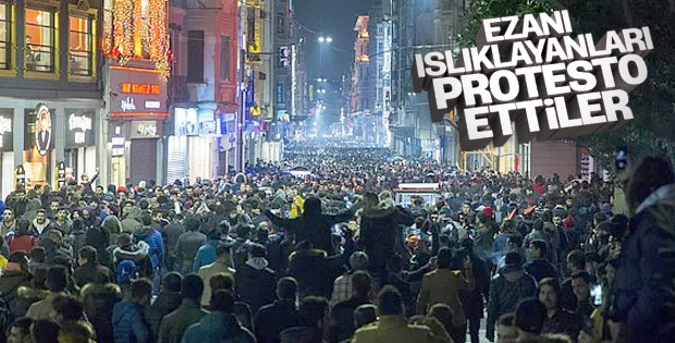 Ezanı ıslıklayanlara protesto yürüyüşü gerçekleşti