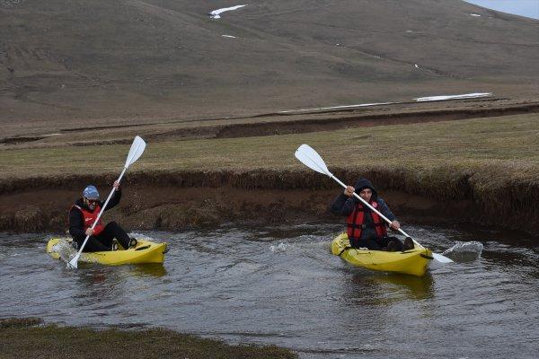 Kanoyla karda kayıp mendereslerde kürek çektiler