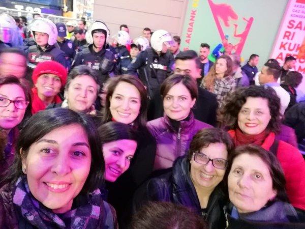 Sera Kadıgil ezanın protesto edildiği gösteride