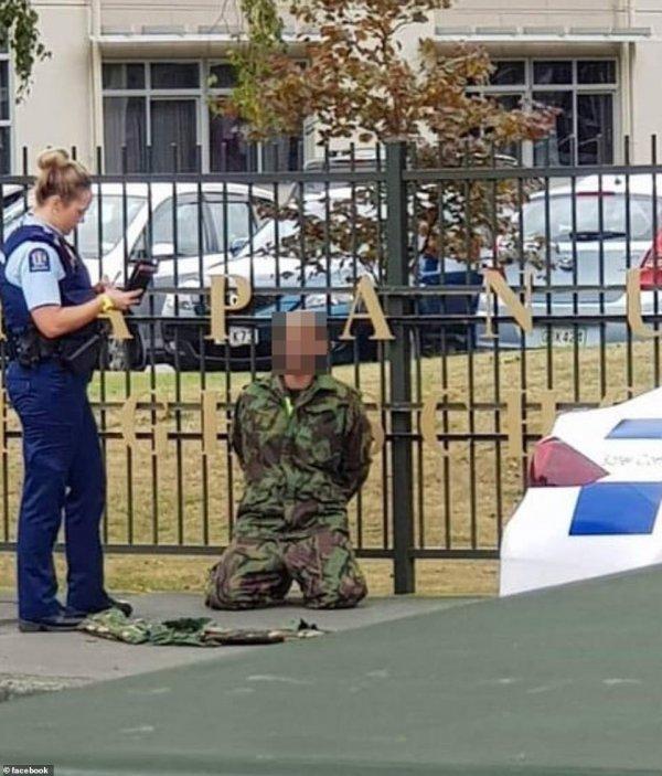 Yeni Zelanda polisi saldırganların yakalanma anını paylaştı