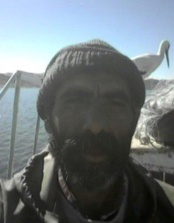 5 yıldır aynı leyleği besleyen balıkçı