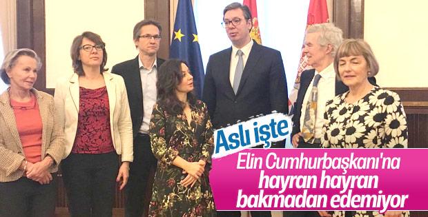Aslı Aydıntaşbaş, Sırp Başbakan'ın boyunu merak etti