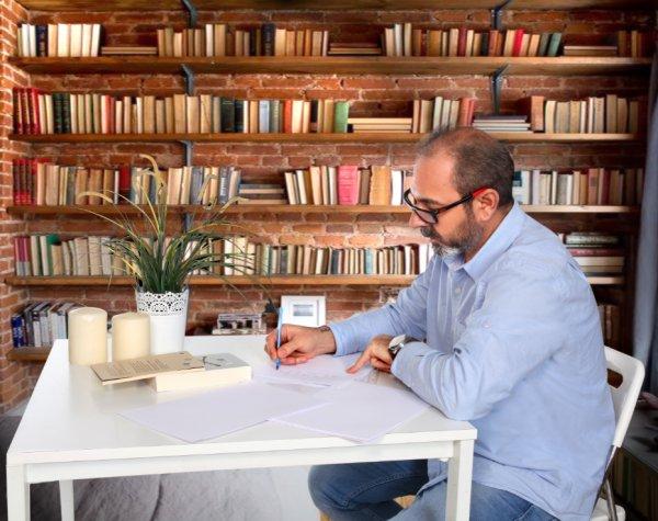 Mirza Tazegül ile son romanı Kaybetmek'i konuştuk