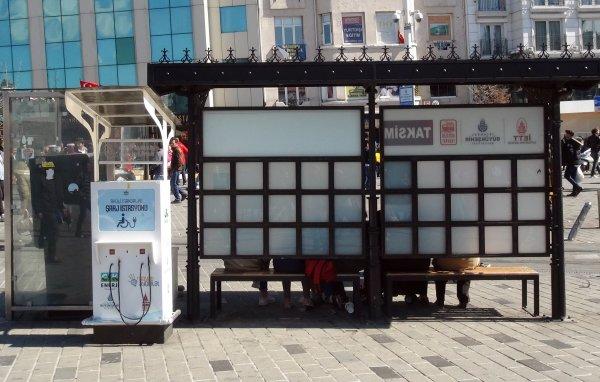 Taksim'de engellilerin şarj soketleri üçüncü kez çalındı