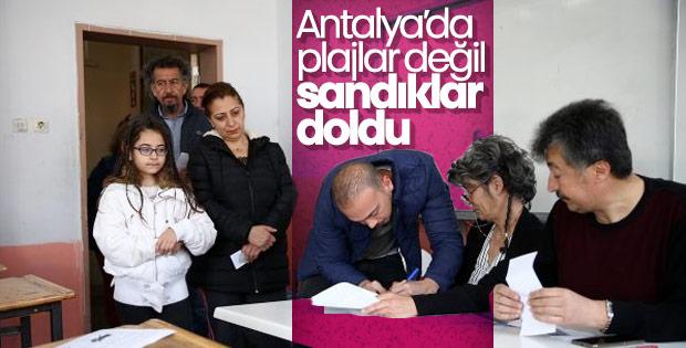 Antalya'da millet sandık başında